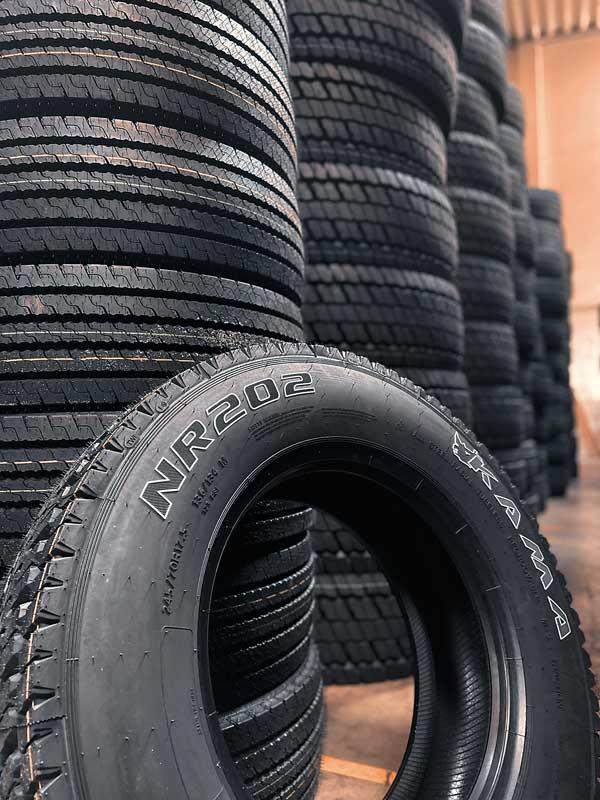 Um eine schnelle Lieferbereitschaft zu garantieren, setzt BaRo auf einen permanenten Bestand von 15000 Reifen